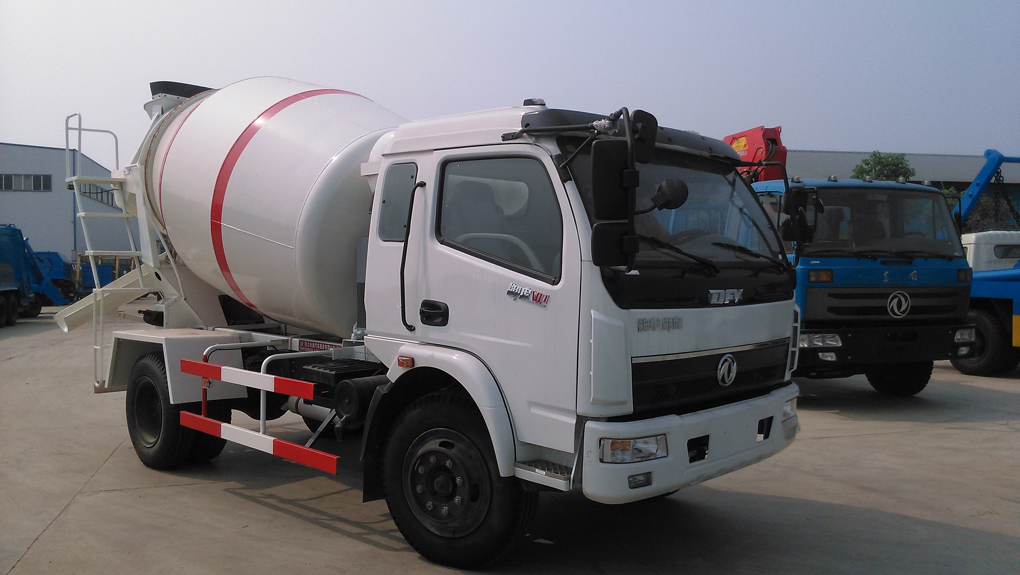 dongfeng smallest mixer truck