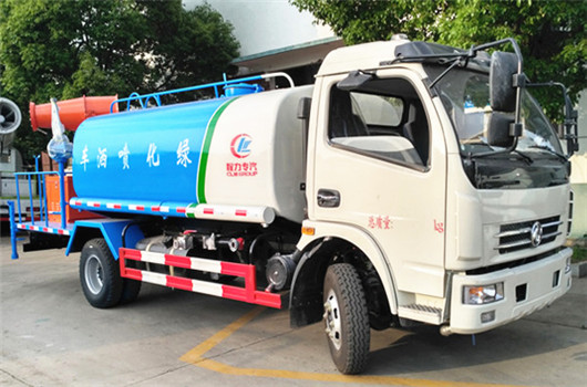 Dongfeng D7 156hp 8cbm water spraying tr