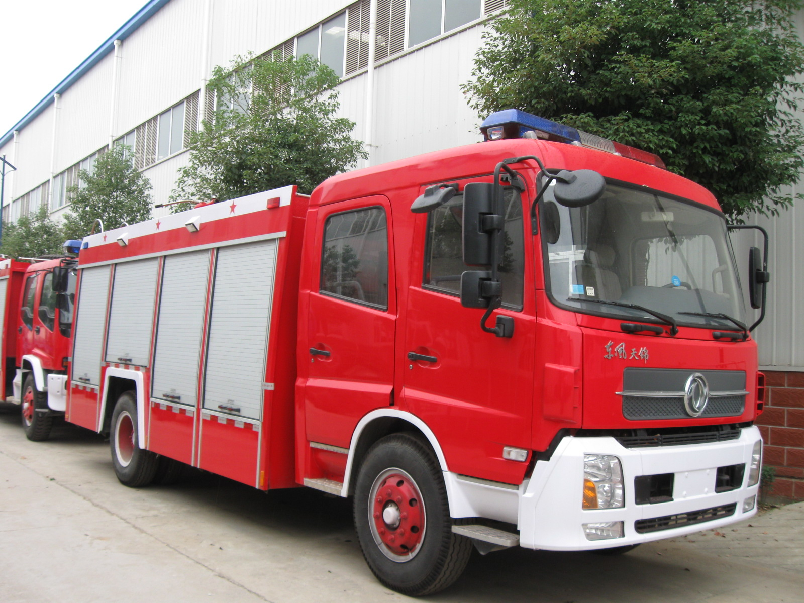 Dongfeng 4*4 off road 6000L fire truck